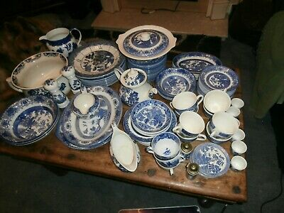 Willow Pattern Pottery • 100£