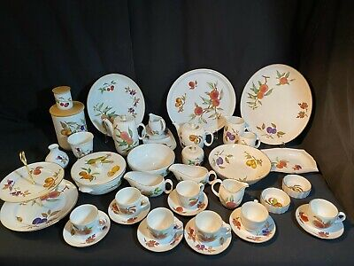 A Large Collection Of 39 Pieces Of Royal Worcester Evesham Fine Porcelain  Lot 1 • 60£