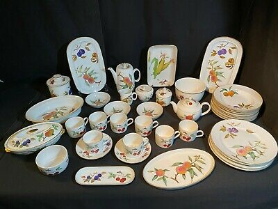 A Large Collection Of 41 Pieces Of Royal Worcester Evesham Fine Porcelain  Lot 2 • 60£