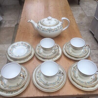 Aynsley Henley Tea Pot And 5 Trios 1 Extra Side Plate And 2 Extra Saucers • 45£