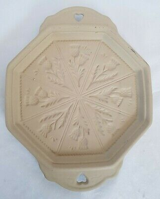 Platter With Thistle And Heart Design • 3.99£