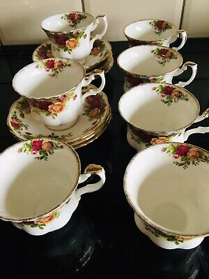 Royal Albert Old Country Roses Tea Cups Saucers. • 20£