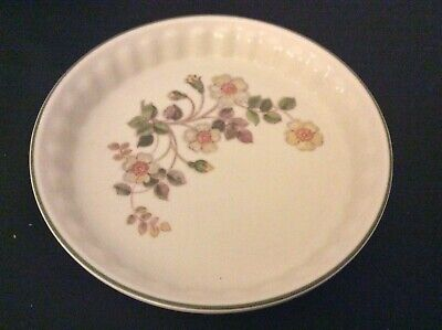 AUTUMN LEAVES ~ 23 Cm FLUTED FLAN DISH    VGC • 4£