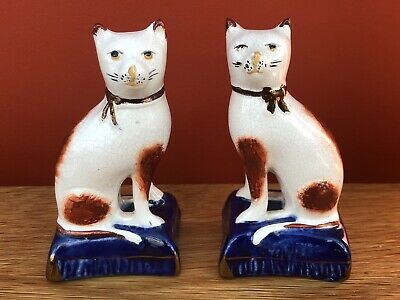 Pair Of Staffordshire Pottery Seated Cat Ornaments • 49.95£