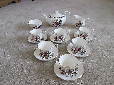 ROYAL SUTHERLAND  H & M Bone China Tea Set, 15 Pieces • 45£