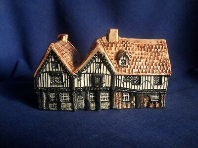 Tey Pottery. The Siege House Colchester. Larger Item. • 6.25£