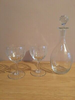 Crystal Glass Wine Decanter And Two Glasses Set • 5.80£
