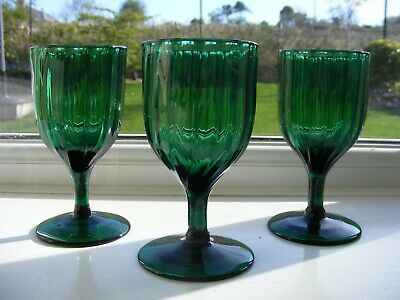Three Victorian Ribbed Green Glass Glasses • 9.50£