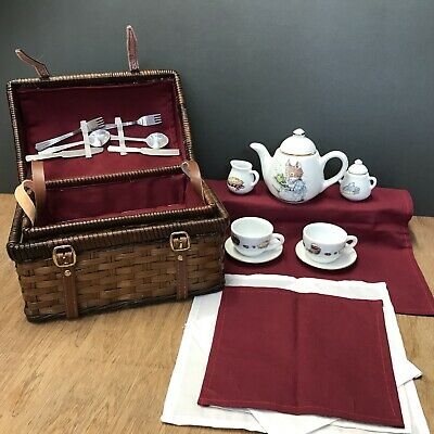 Brambly Hedge Porcelain Picnic Basket Miniature Tea Set. • 95£
