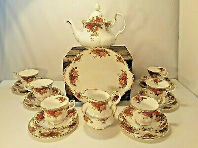Royal Albert Old Country Roses Tea Set 22 Pieces • 150£