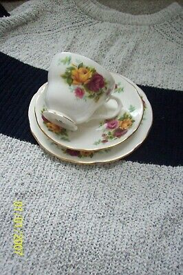 Vintage Bone China Trio Lovely For Tea For One • 3£
