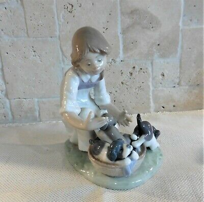 Lladro Figure Girl With Puppies Number 5595 • 45£