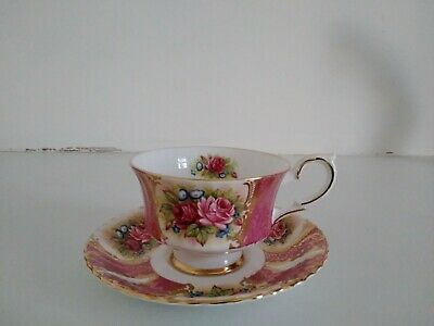 Paragon Cup And Saucer Roses • 29£