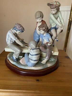 Nao By Lladro Boys Playing Cards On Wooden Plinth 1978 • 100£
