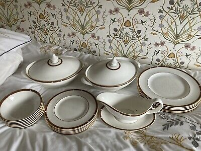 M&S Connaught Dinner Service • 80£