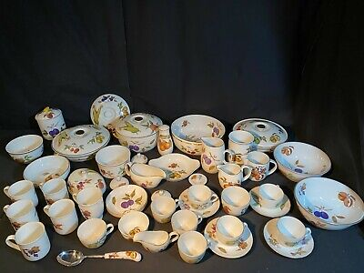 A Large Collection Of 48 Pieces Of Royal Worcester Evesham Fine Porcelain  Lot 3 • 60£