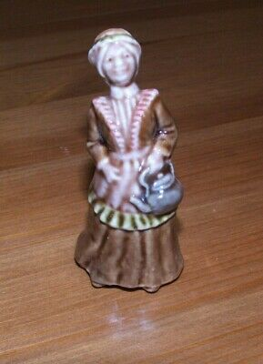 Wade Large Nursery Rhyme Figure - Polly Put The Kettle On • 5£
