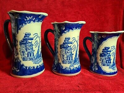 Vintage Chinese 'DA QING DYNASTY QIANLONG' Flow Blue Willow 3 Graduated Jugs • 150£