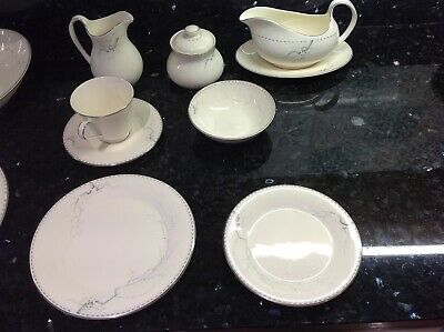 Royal Doulton   Angela  Collection Bone China Dinner Service 46 Piece . • 120£
