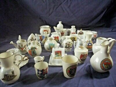A Collection Of 30 Vintage Arcadian Crested China From All Over The U K • 39.95£