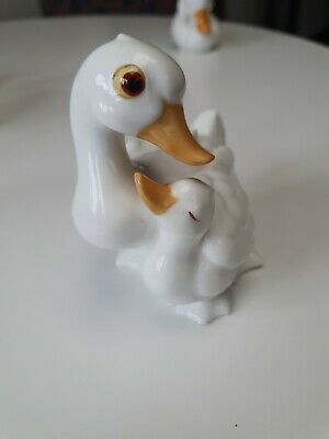 Royal Osbourne White China Duck With Baby.  TM5573 • 5.90£