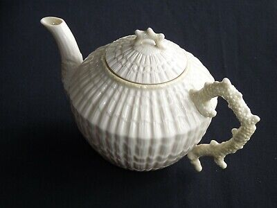 Belleek. Limpet Teapot. 1gm. 1946 - 1955 • 65£