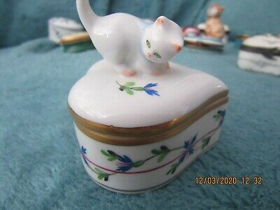 Pill Box Or Trinket Box Herend Hvngary Heart Shapede With Cat Floral Design • 5£