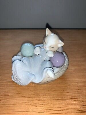 Nao Comfy Sleeping Kitten In Basket 1407 - Immaculate Condition • 0.99£