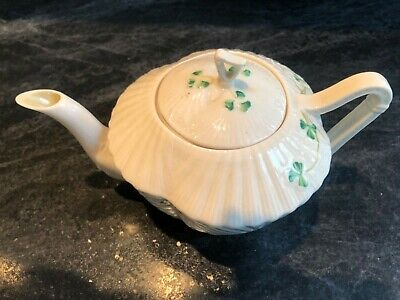 Belleek Shamrock Tea Pot • 5£