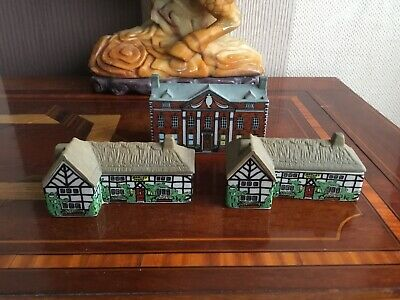 3 X Vintage Wade Pottery Houses • 4.99£