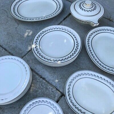 Wedgwood Moonstone Six Setting Dinner Service - 22 Pieces • 18£