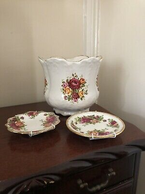 Old Court Pottery Vase & Plates • 20£
