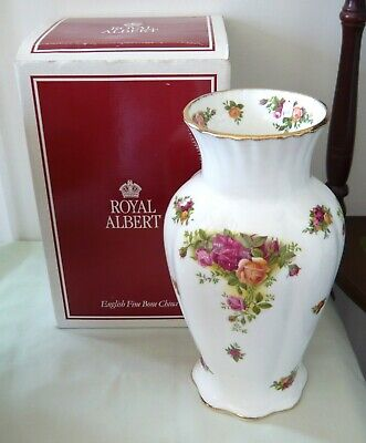 Royal Albert 'Old Country Roses' 9  Flower Vase (Boxed) • 26£