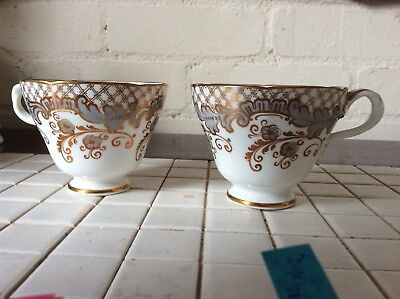 Two China Cabinate Cups No 262 • 18.50£