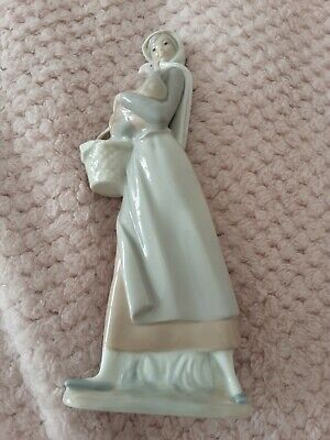 Lladro Lady With A Hen Figure Pre Owned Unboxed • 19.50£