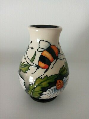 Moorcroft Small Bee Vase • 49£