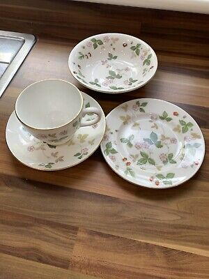 Wedgwood Wild Strawberry Breakfast/Tea Selection. • 23£