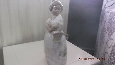 Lladro Rare Valencia Lady With Flowers In Her Basket Very Pretty Perfect • 10.20£