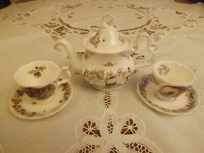 Royal Doulton Brambley Hedge Miniature Teapot With 2 Cups And Saucers • 40£
