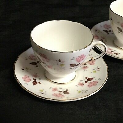 🌸 A Very Sweet & Dainty Pair Of 'foley' Bone China 'roselle' Tea-cups & Saucers • 6£