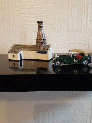 Moorcroft Pottery Building And Chimney.  ULTRA RARE.  MINT CONDITION.  • 56£