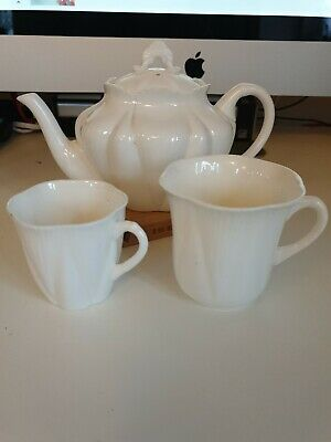 SHELLEY DAINTY WHITE Teapot And 2 Coffee Cups • 11.60£
