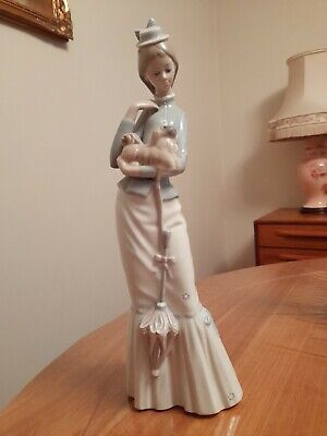 Lladro Figurine: A Walk With The Dog Model No.4893 Immaculate Condition • 46£