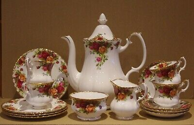 ### Lovely Royal Albert Old Country Roses 4 Person Coffee Set & Pot ### • 50£