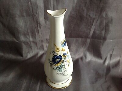 Royal Tara Fluted Bud Vase • 8£