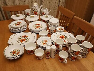 Vintage J&G Meakin Studio Poppy Collection (76 Pieces) In Excellent Condition • 1.49£