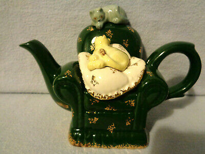 ** Lovable Cute 2 Pussies Sitting On A Chair Studio Cardew Teapot ** Mint ** • 29.99£