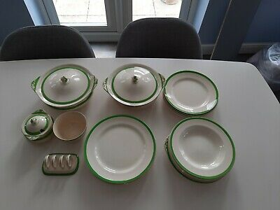 Queens Green Solian Ware Set • 28£
