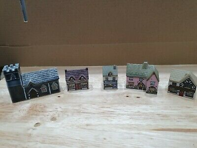 Wade Whimsey On Why Collection Of 5 Buildings • 5£