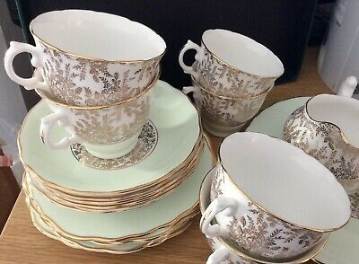 21 Pcs ROYAL VALE GREEN GOLD 6 CUPS, 6 SAUCERS, 6 PLATES MILK JUG & CAKE PLATE • 25£